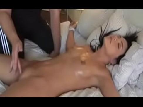 Видео онлайн азиатку ебали огромным членом до струйного оргазма а потом до полной отключки